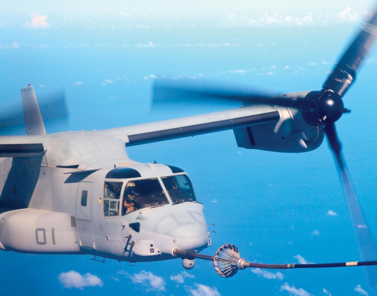 オスプレイの空中給油(米海兵隊提供) ※入力まつもと