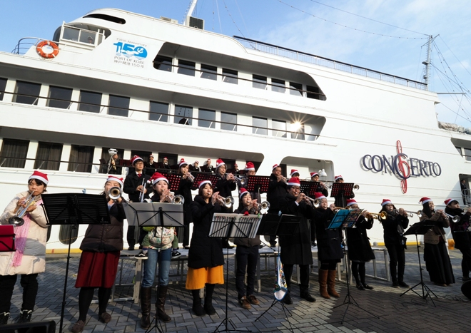 40 Trumpeters at Port of Kobe