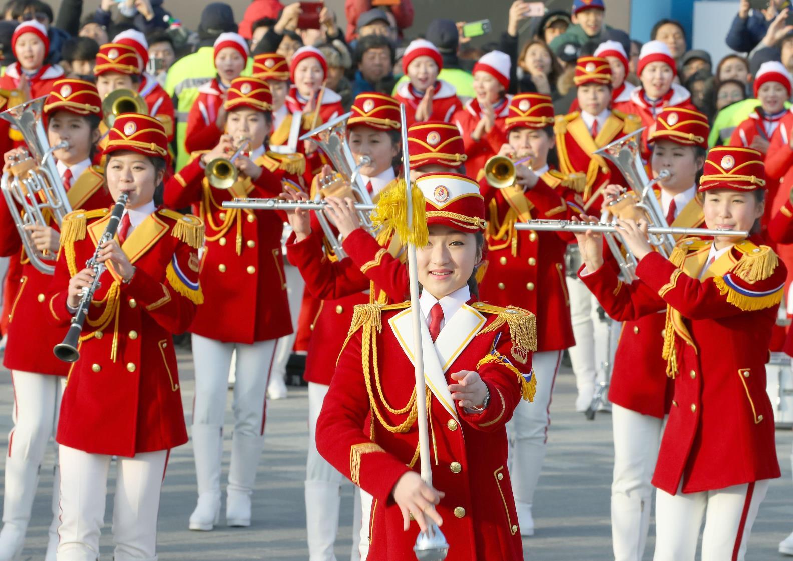 北朝鮮応援団が演奏会
