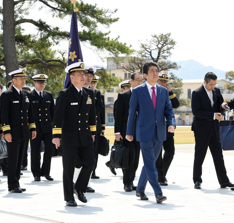 Prime Minister Abe with JSDF personnel