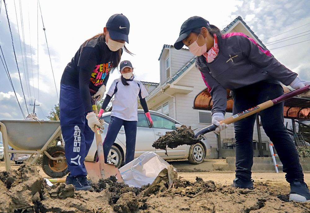 Death Toll Reaches 200 in Western Japan Floods, Dozens Still Missing