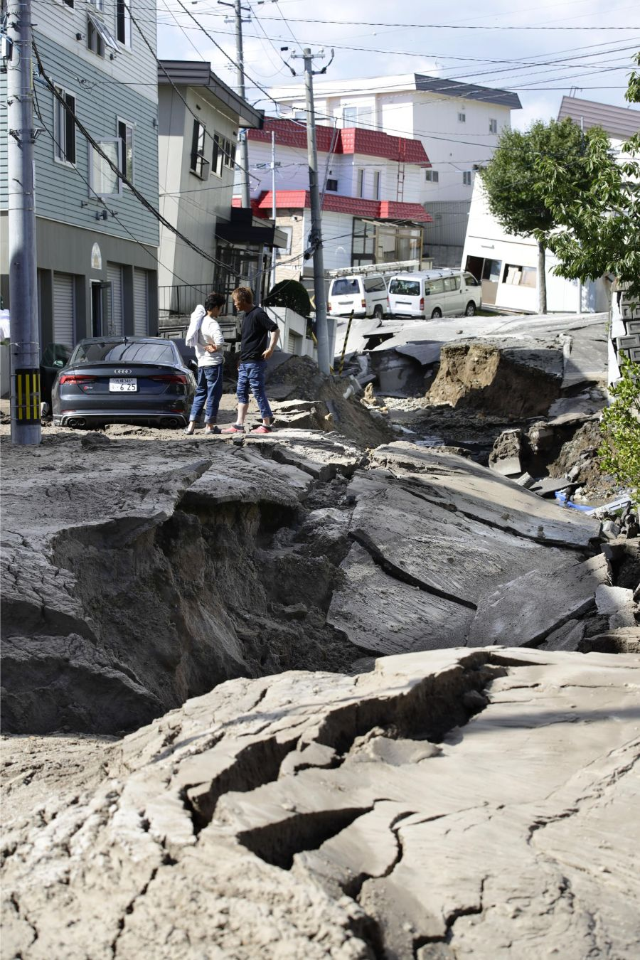 [PHOTOS] Hokkaido Earthquake: Rescue Operations Start Amid Threats of Aftershocks, Landslides