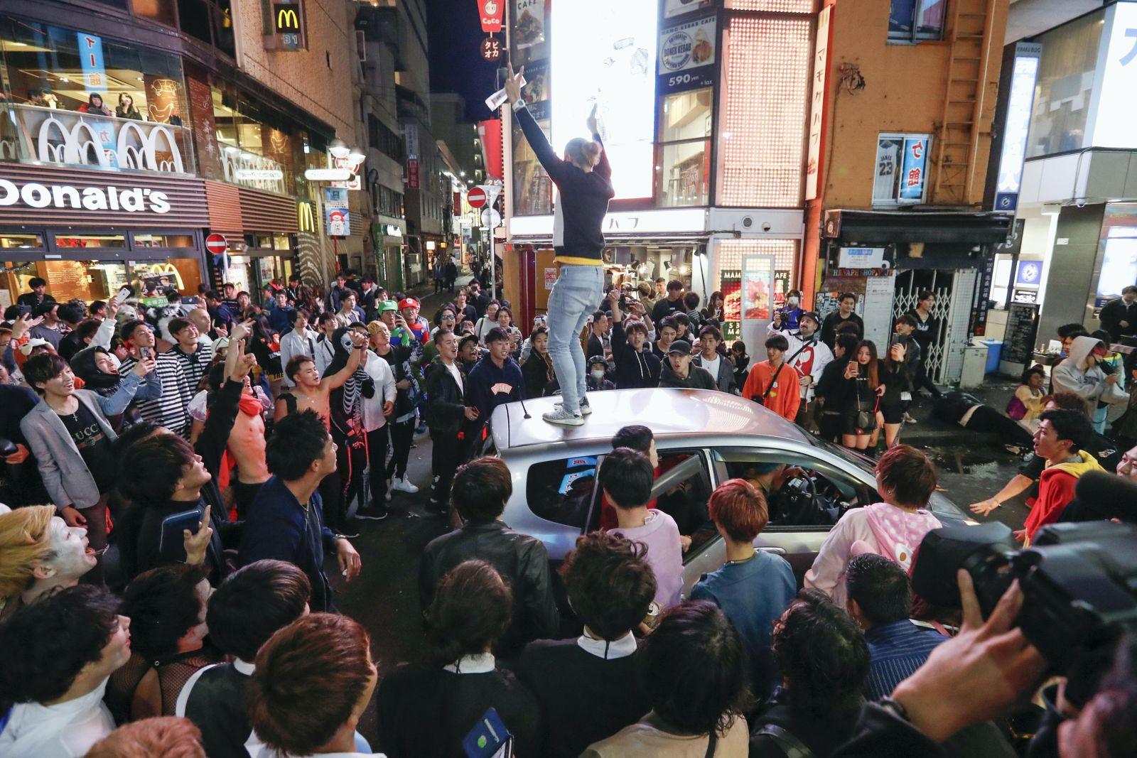 4 Men Arrested in Shibuya Halloween Chaos