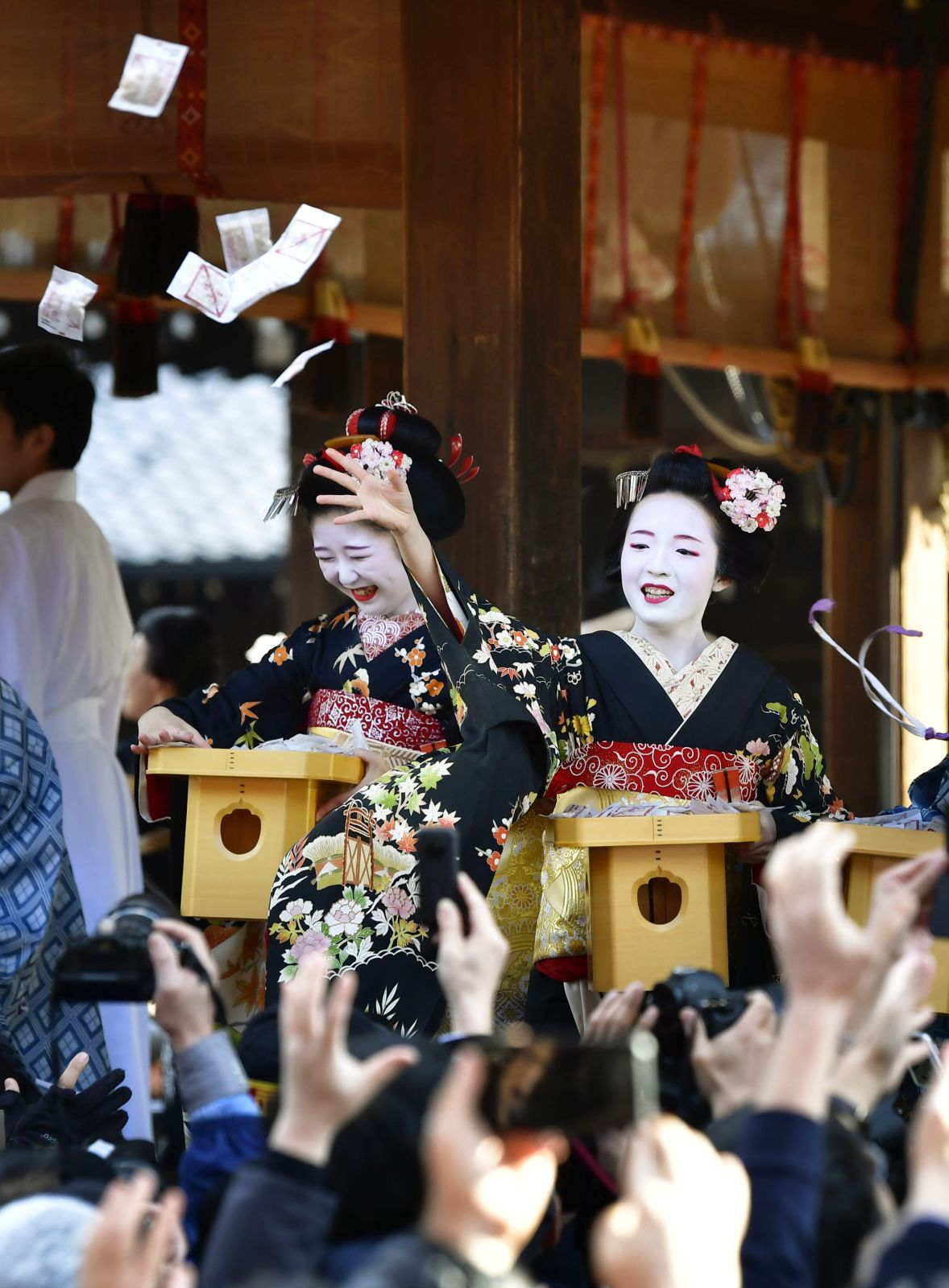 Kabuki Superstar Ebizo, Sumo Celebrities Hurl Tons of Soybeans At Setsubun Crowd for Good Luck