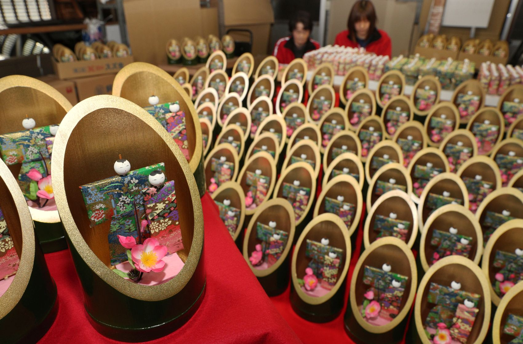 [Hidden Wonders of Japan] For Girls' Festival, A Princess' Tale Inspires Paper Dolls at Hyogo Shop