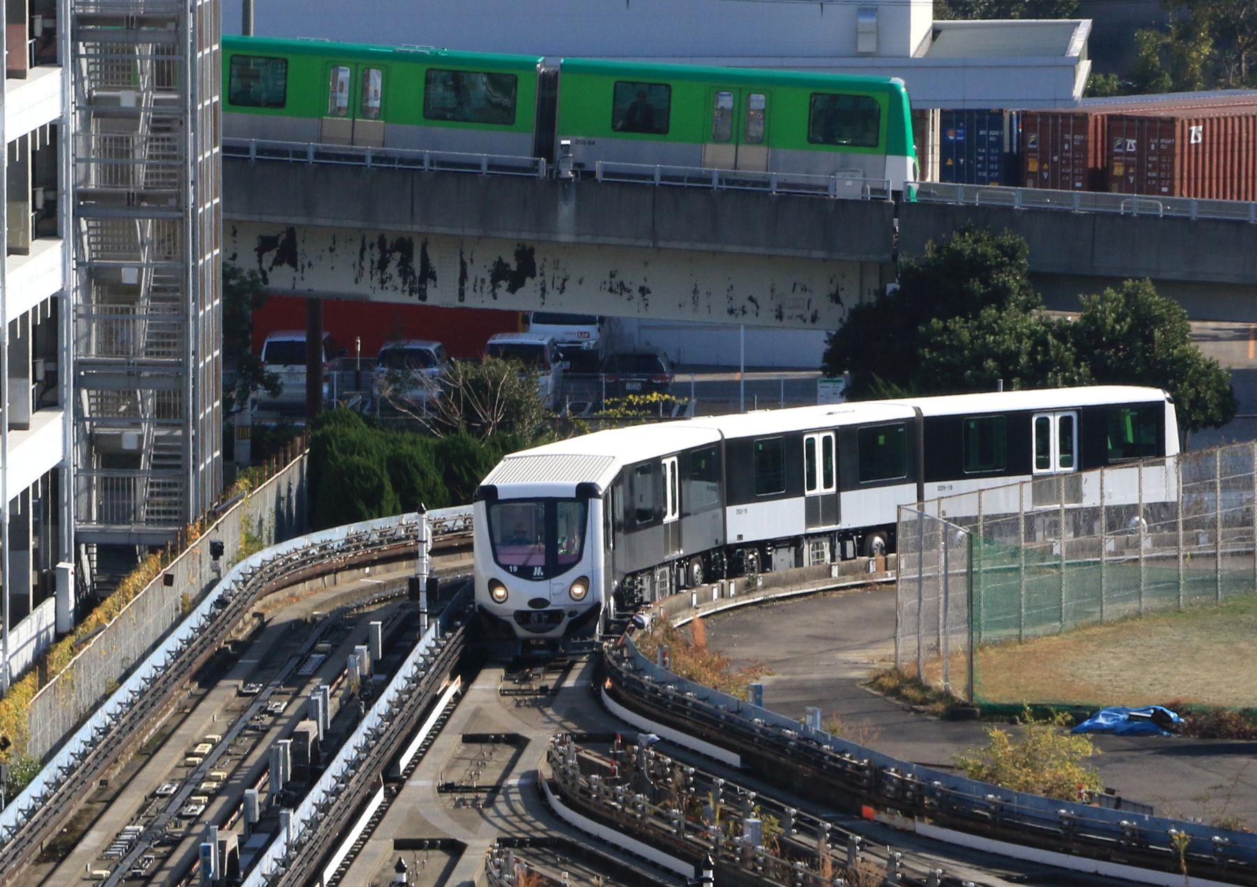 Osaka Metro Introduces Colorful Neutram Train