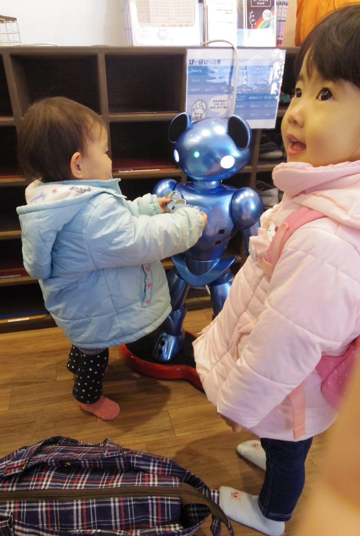 Japan Nursery School AI Robots 011
