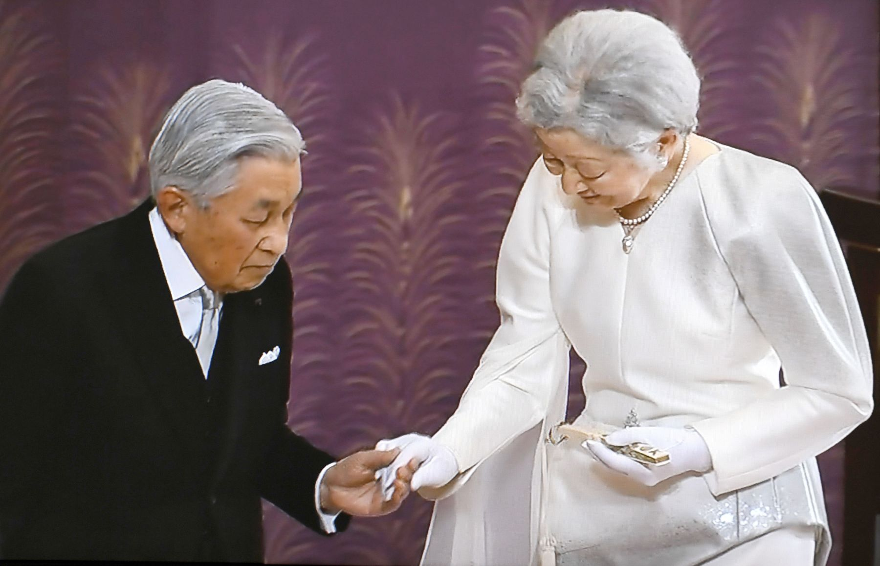 Japan and Emperor on the Day of Abdication 004