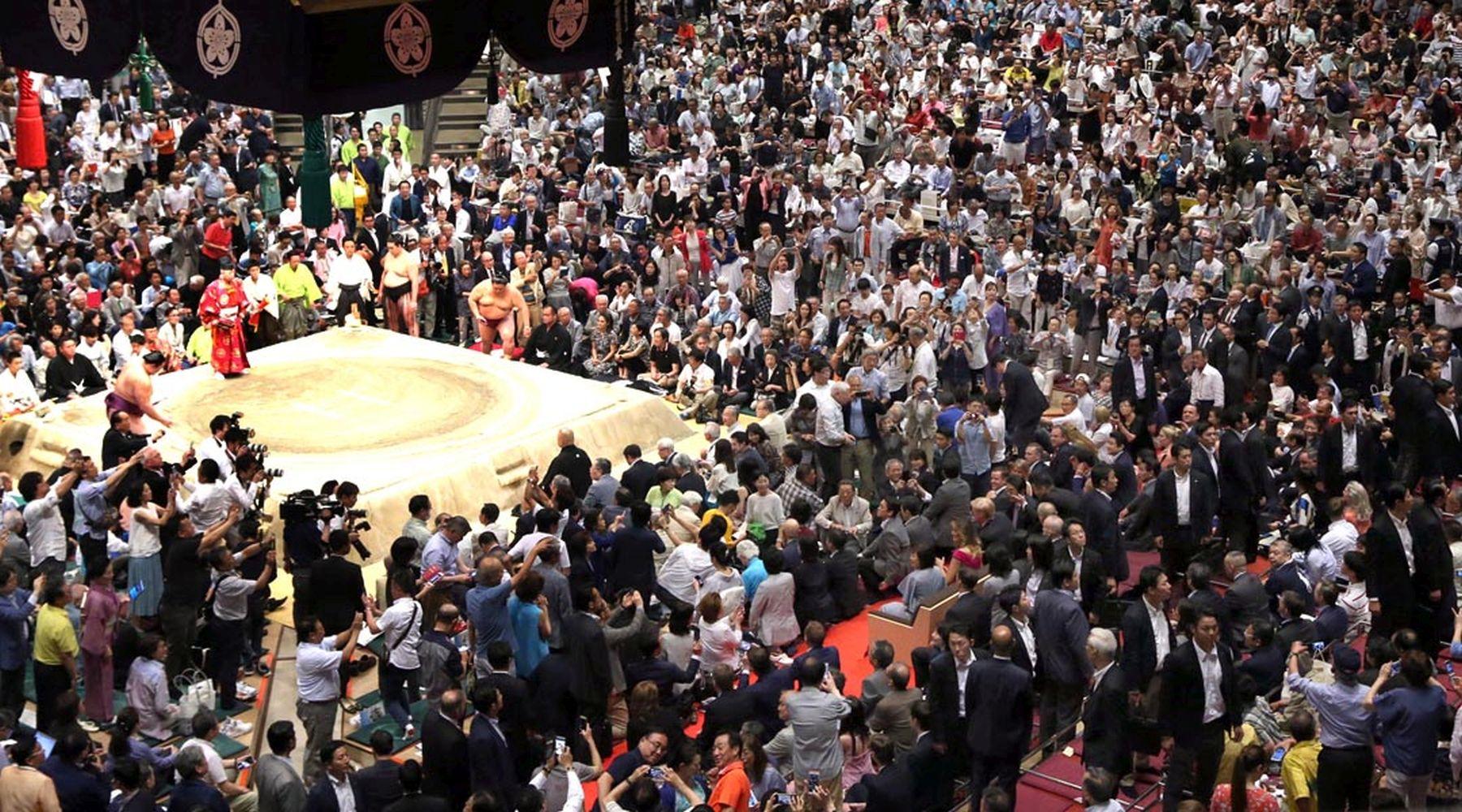 President Trump U.S. Cup to Japan Sumo Wrestler 002