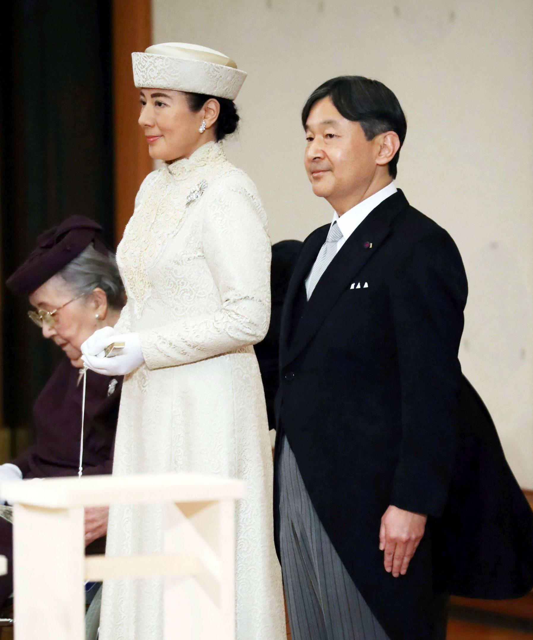 Japan Imperial Trivia Empress Tiara and Dresses 005