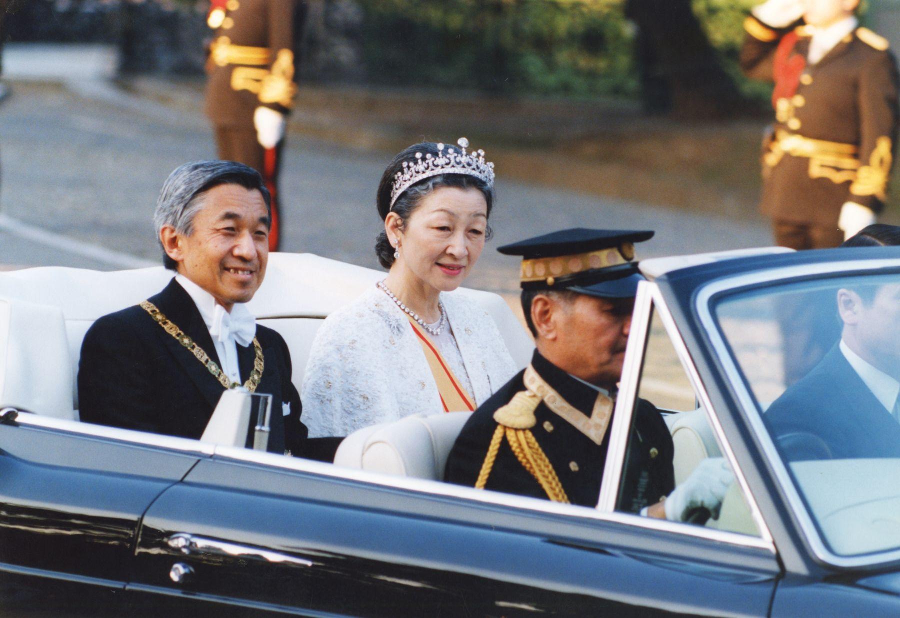 Japan Imperial Trivia Empress Tiara and Dresses 009