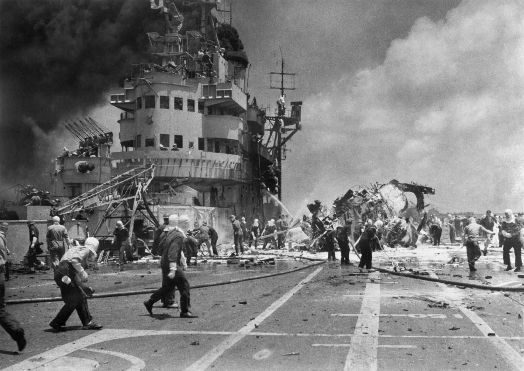 Joint Ceremony at Sea to Remember the Battle of Okinawa 006