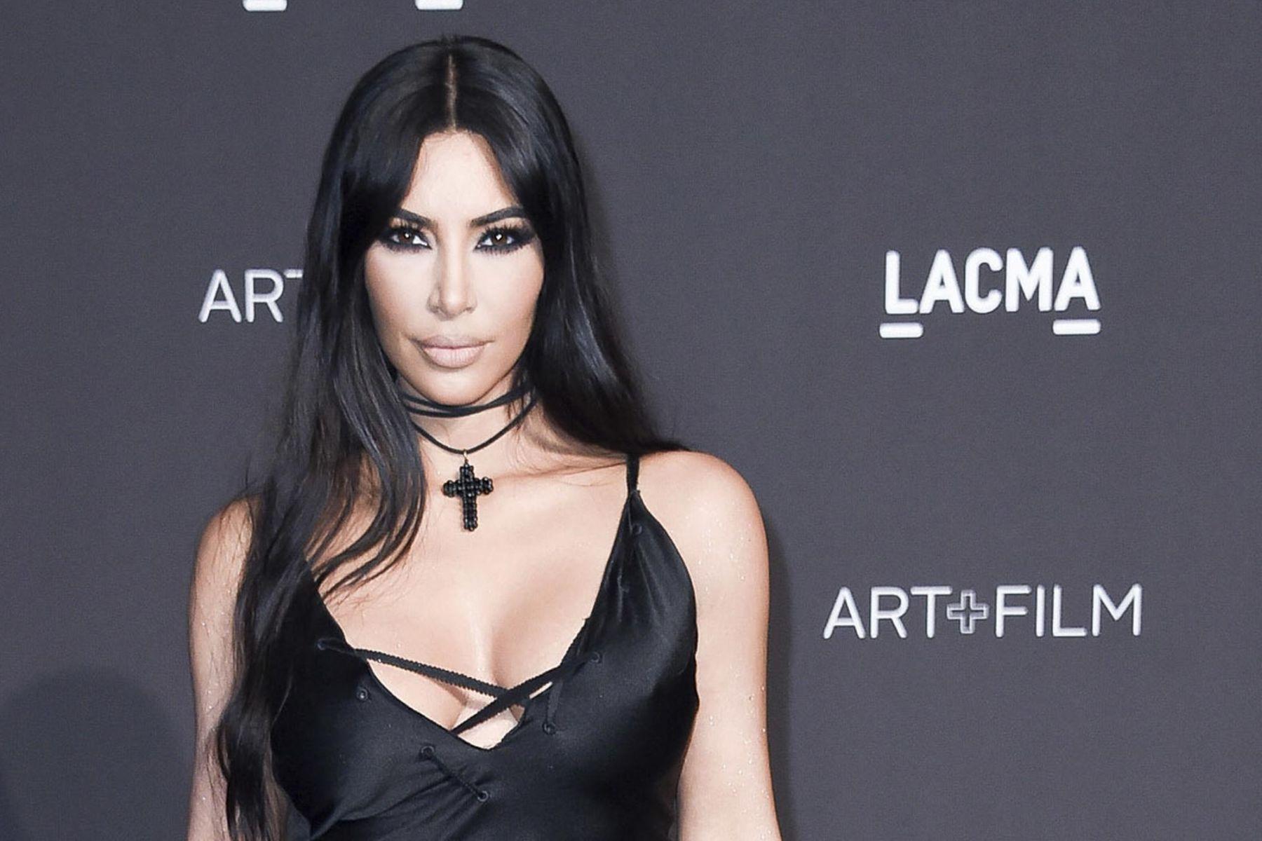 Kim Kardashian West and KIMONO debate 001