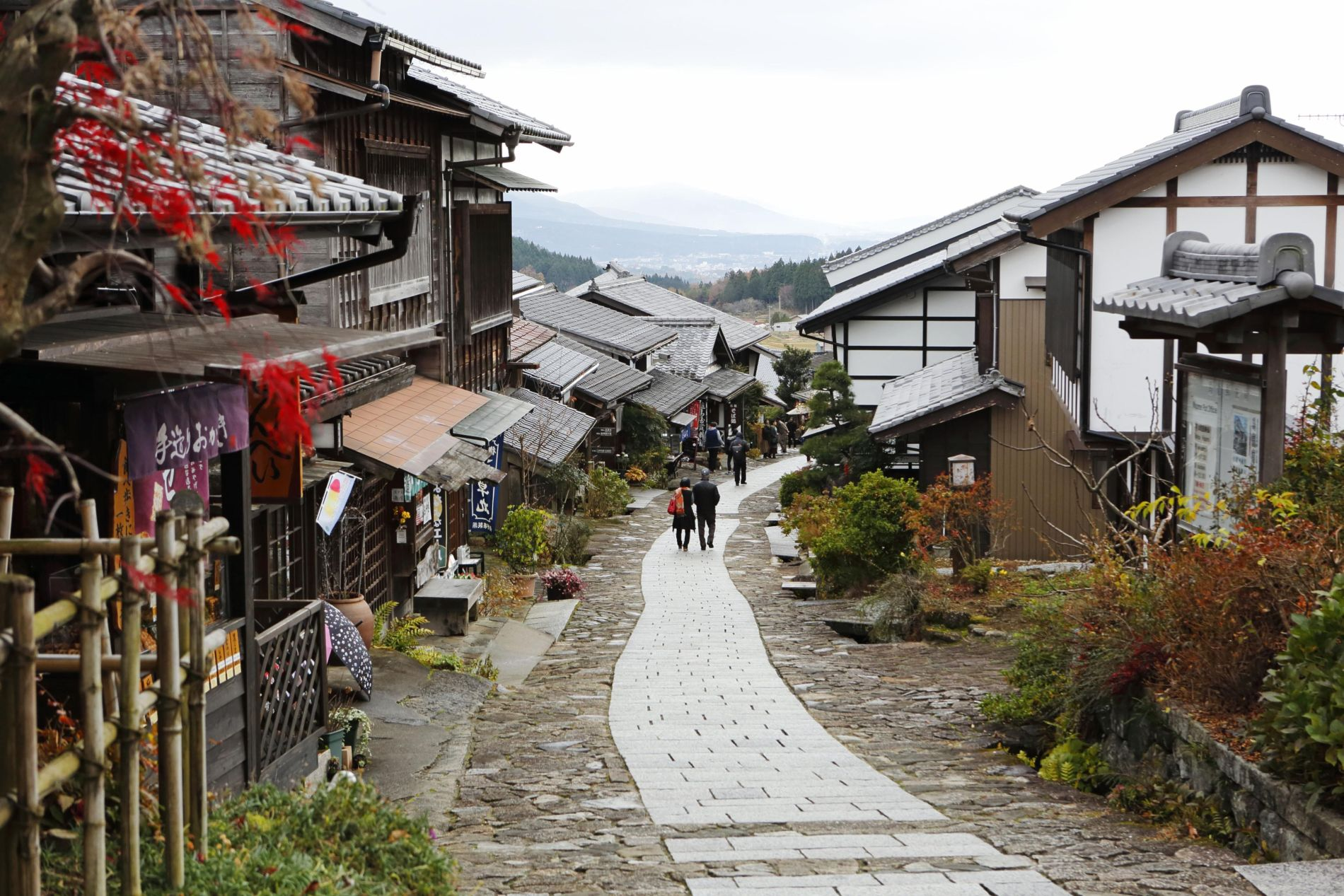 Edo Era Post Towns Charm Foreign Hikers from Magome to Tsumago 002