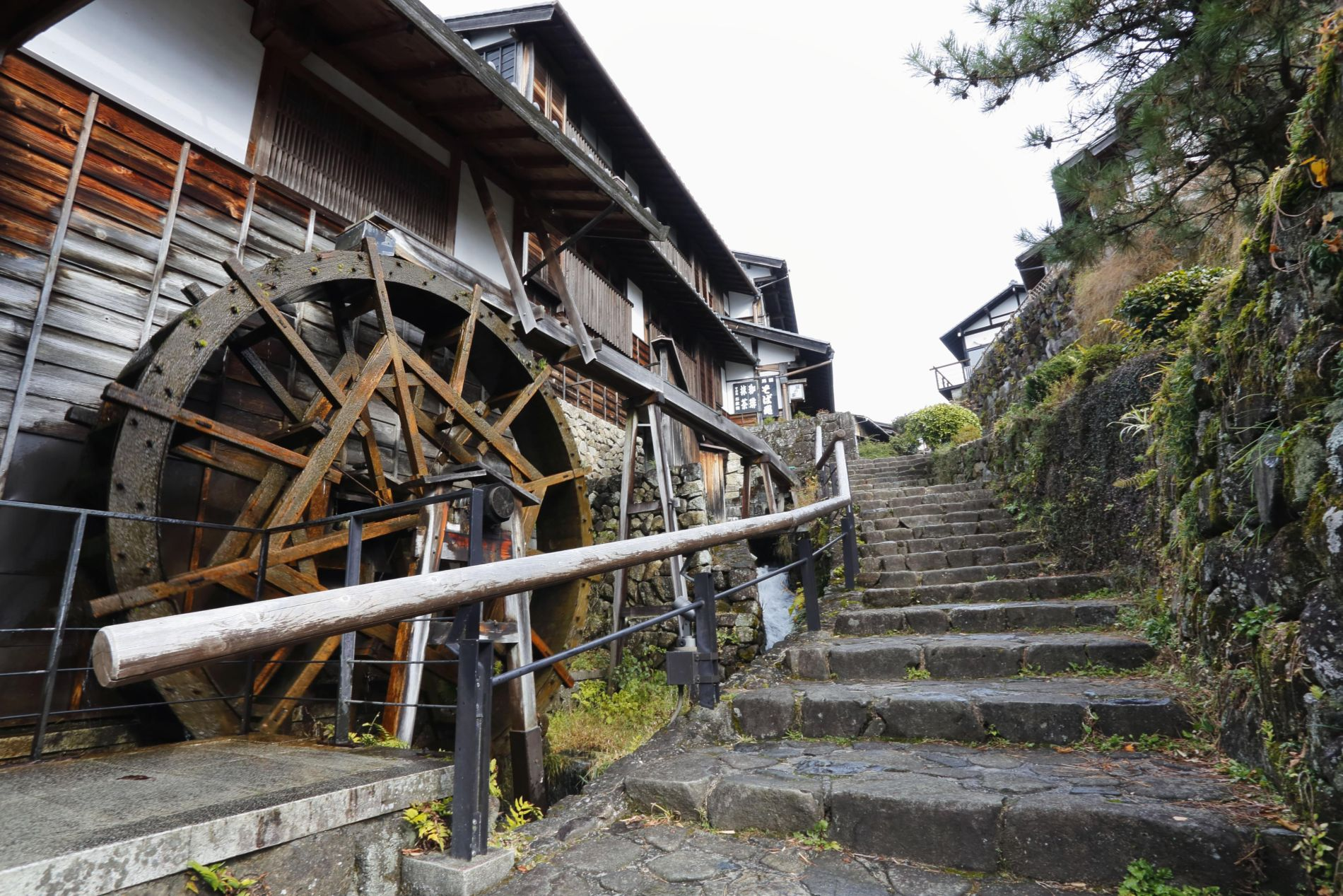 Edo Era Post Towns Charm Foreign Hikers from Magome to Tsumago 003