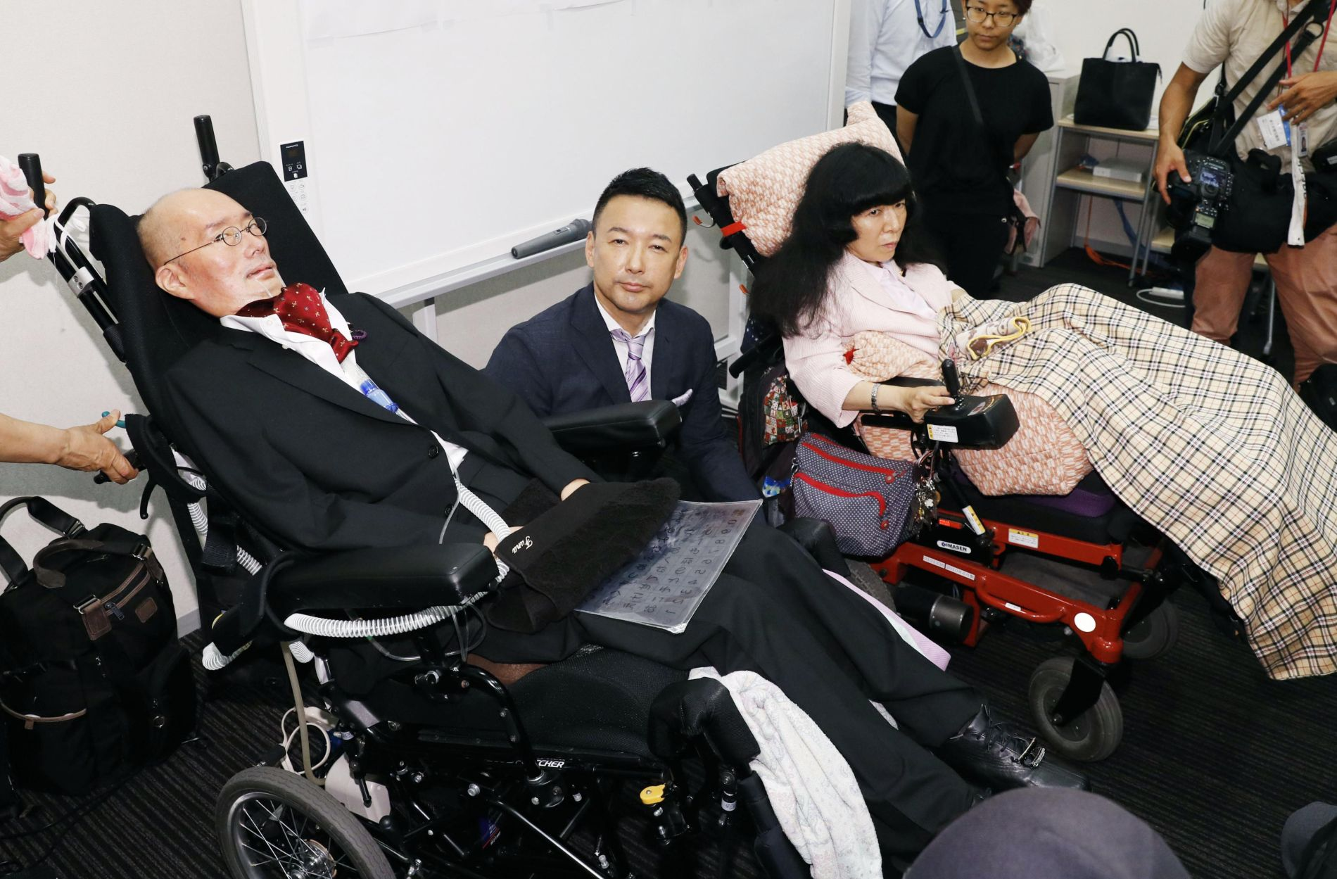Japan participation of two newly-elected Diet members with heavy disabilities 006