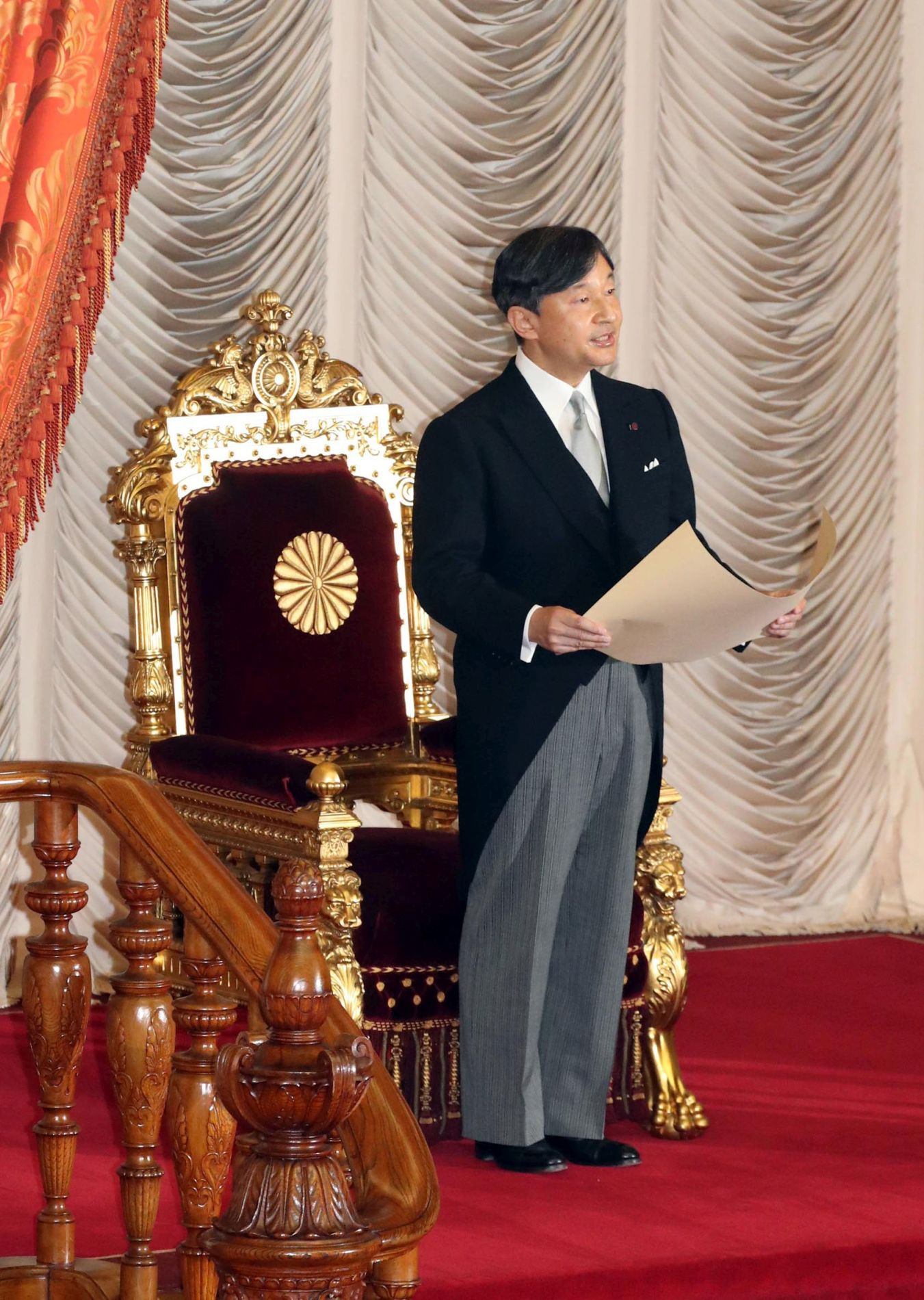 Japan the Emperors First Speech at National Diet 005