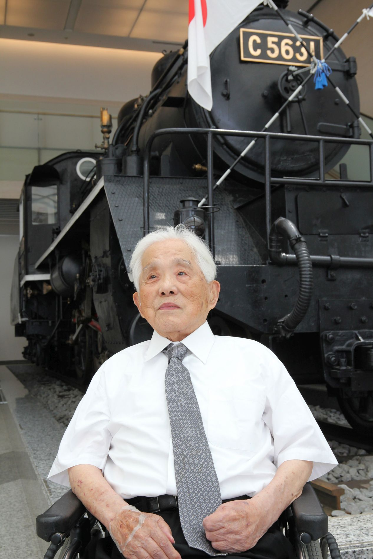 Taimen Railways Engine No. 31 Conveys the Tragedy and Futility of War at Yasukuni Shrine 002