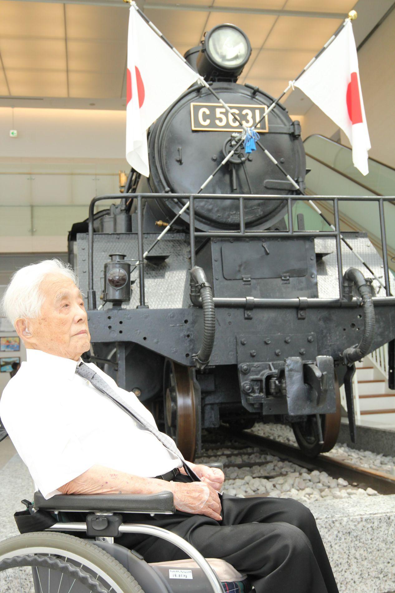 Taimen Railways Engine No. 31 Conveys the Tragedy and Futility of War at Yasukuni Shrine 005