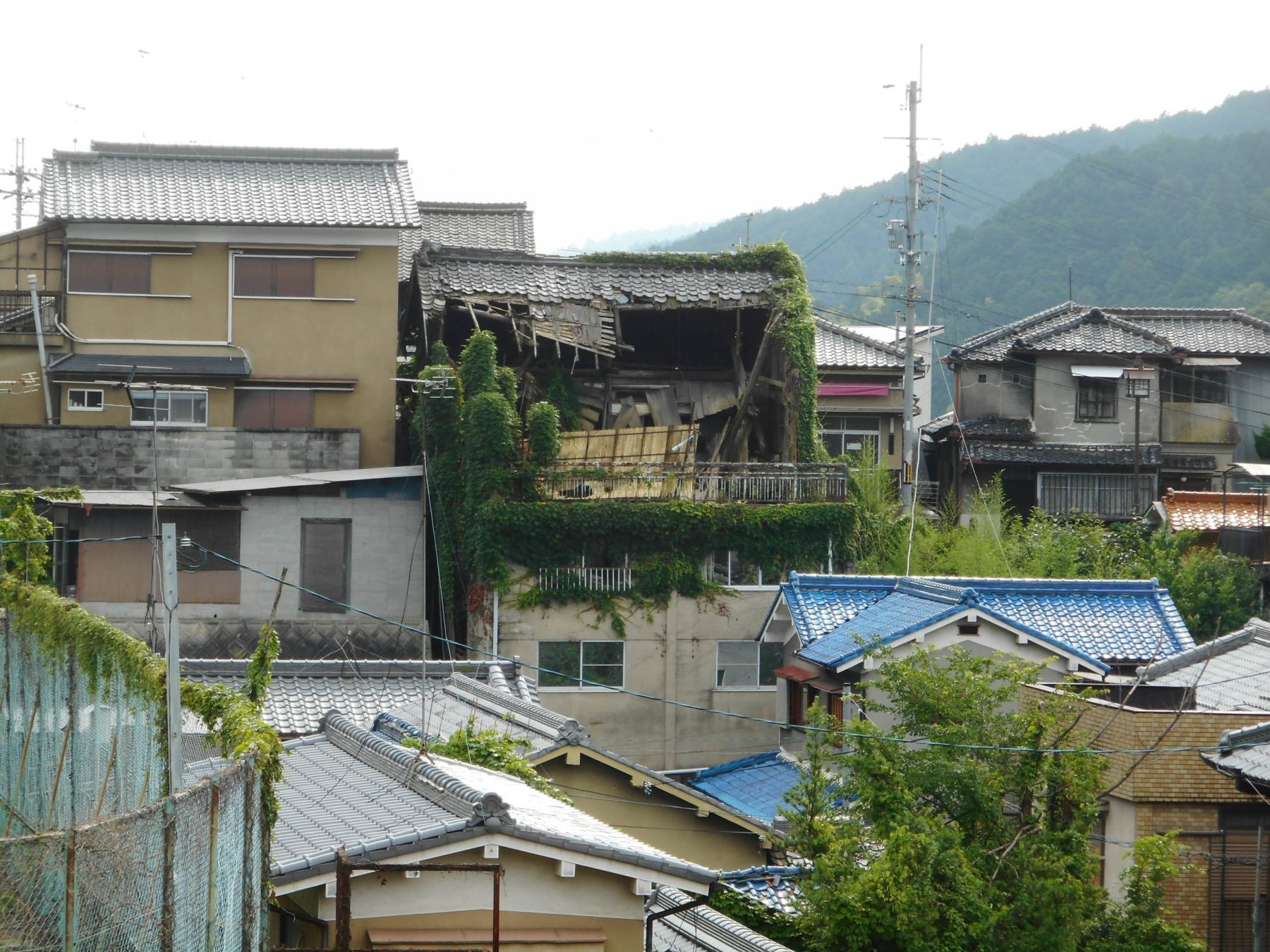 The tumble down houses in Japan 007