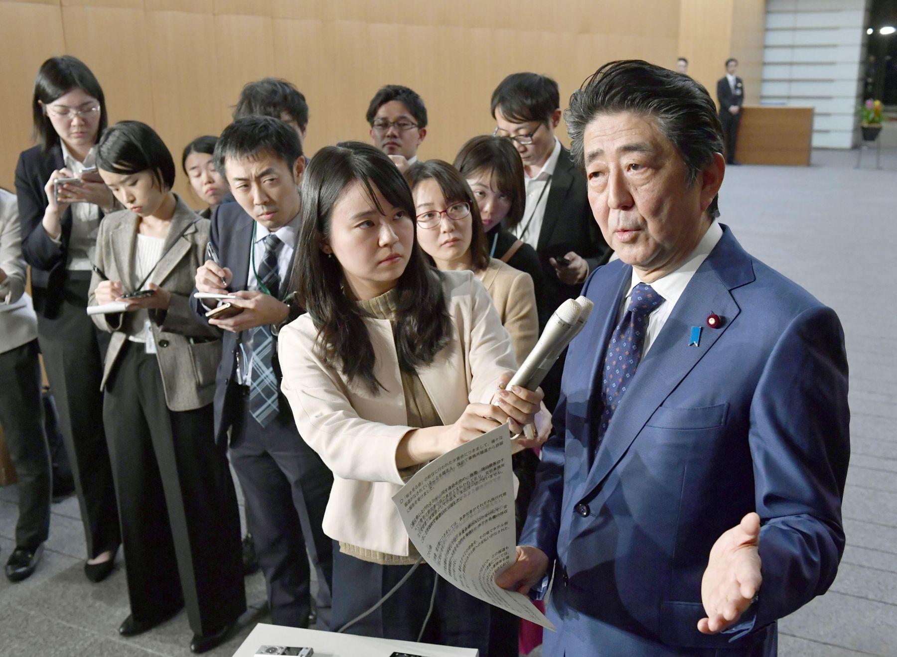 Japan Politics Cherry Blossoms Sakura wo miru kai 012