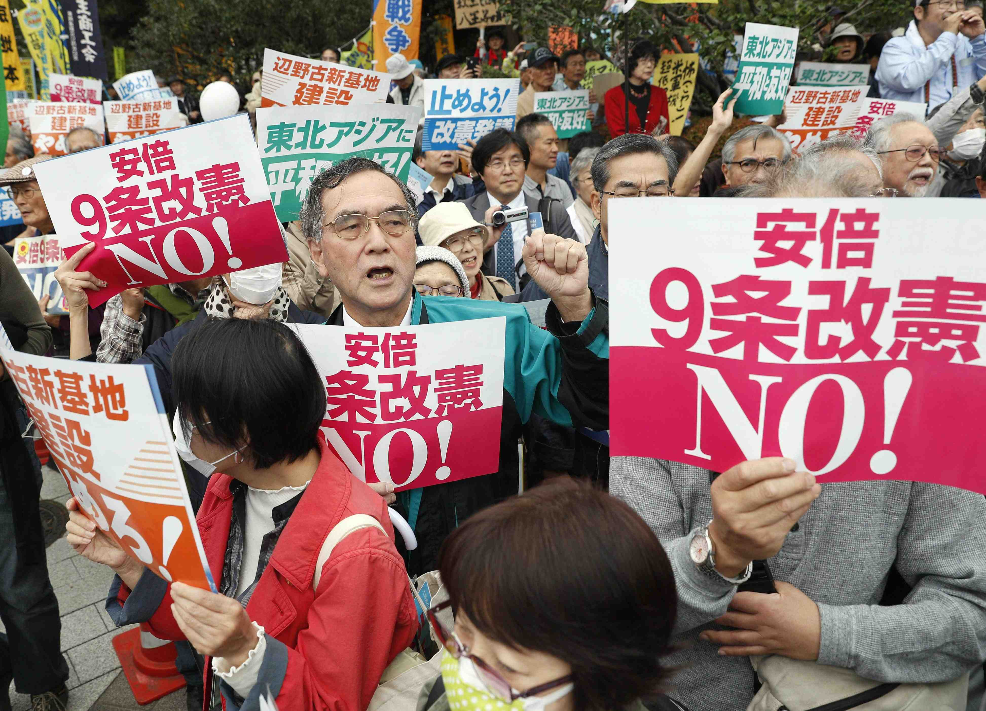 Japan PM Abe Urged to Realize Revision to Constitution 002