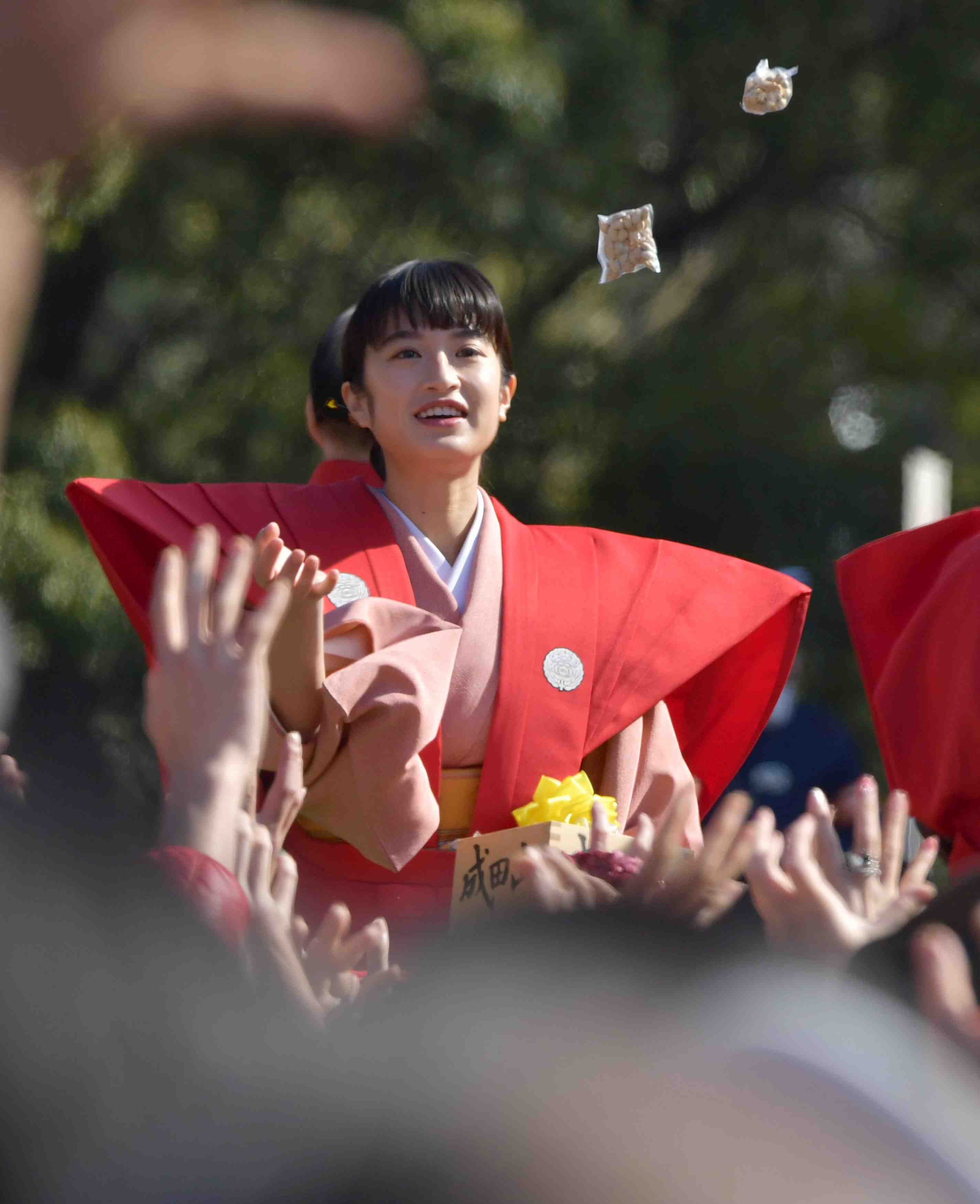 [Hidden Wonders of Japan] Sumo Wrestlers Hurl Soybeans in Adoring Crowd for Setsubun