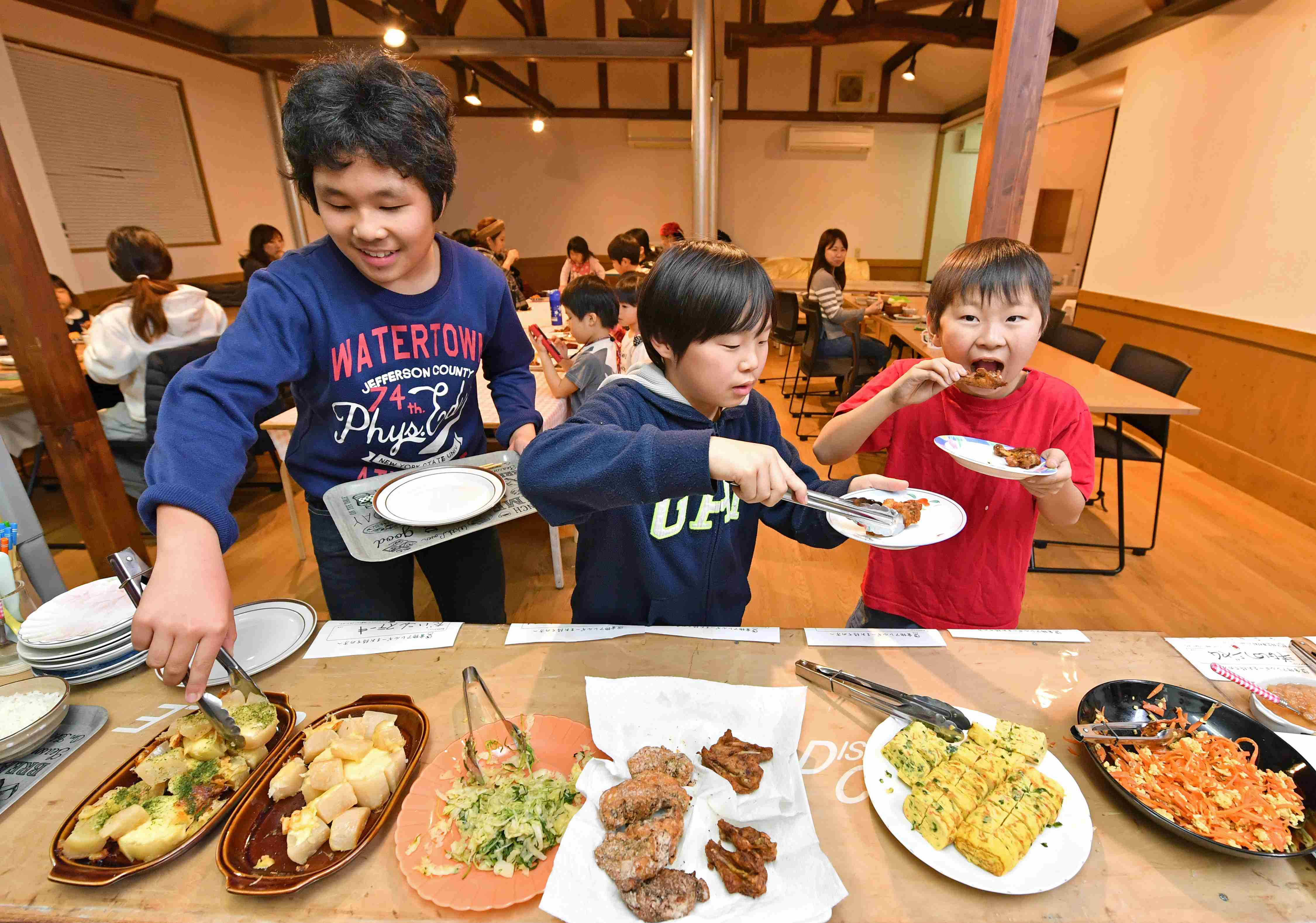 By Feeding the Needy, Ponopono's Place Gives Food Waste A New Mission12