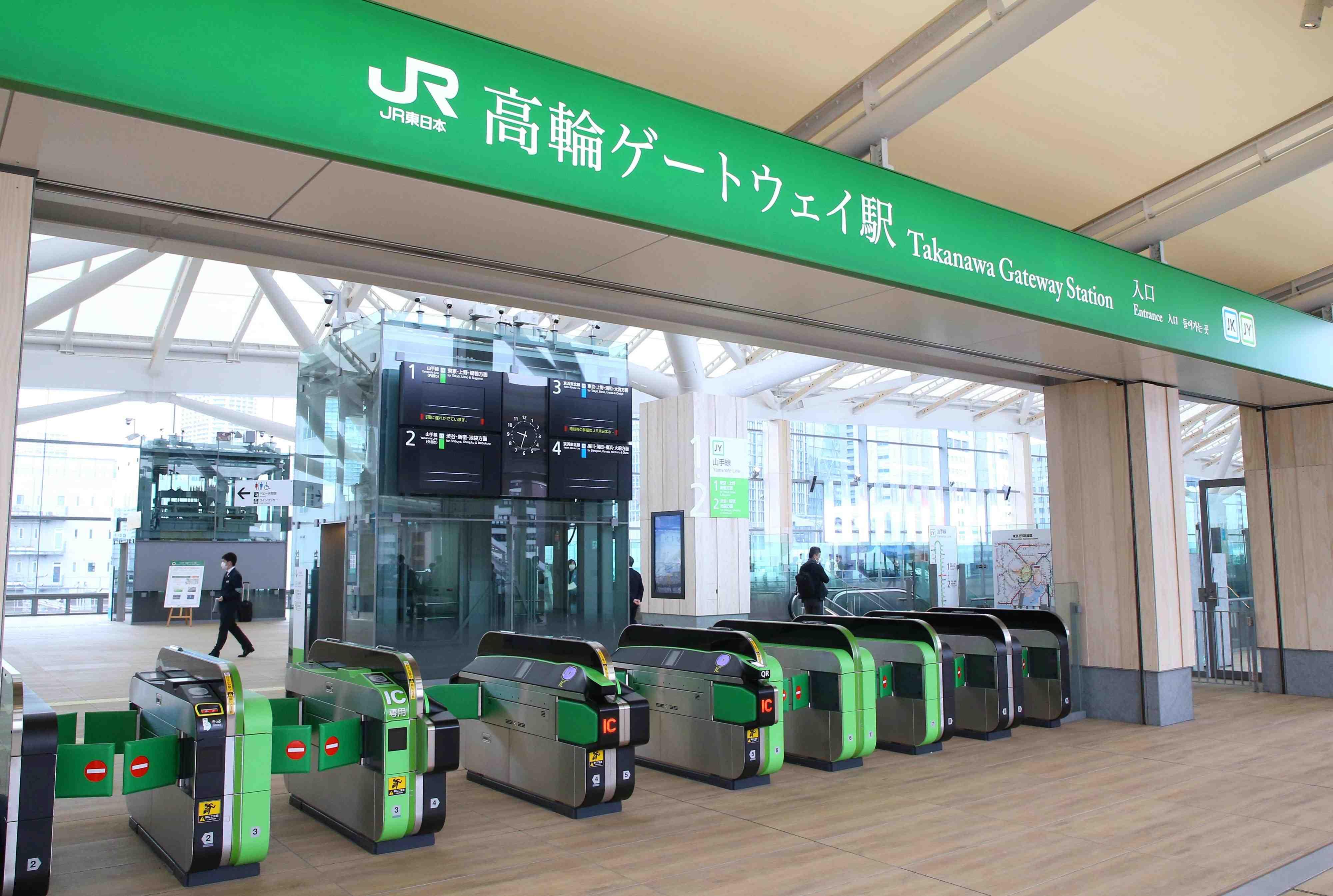 JR Takanawa Gateway Station Opening Robots AI 001