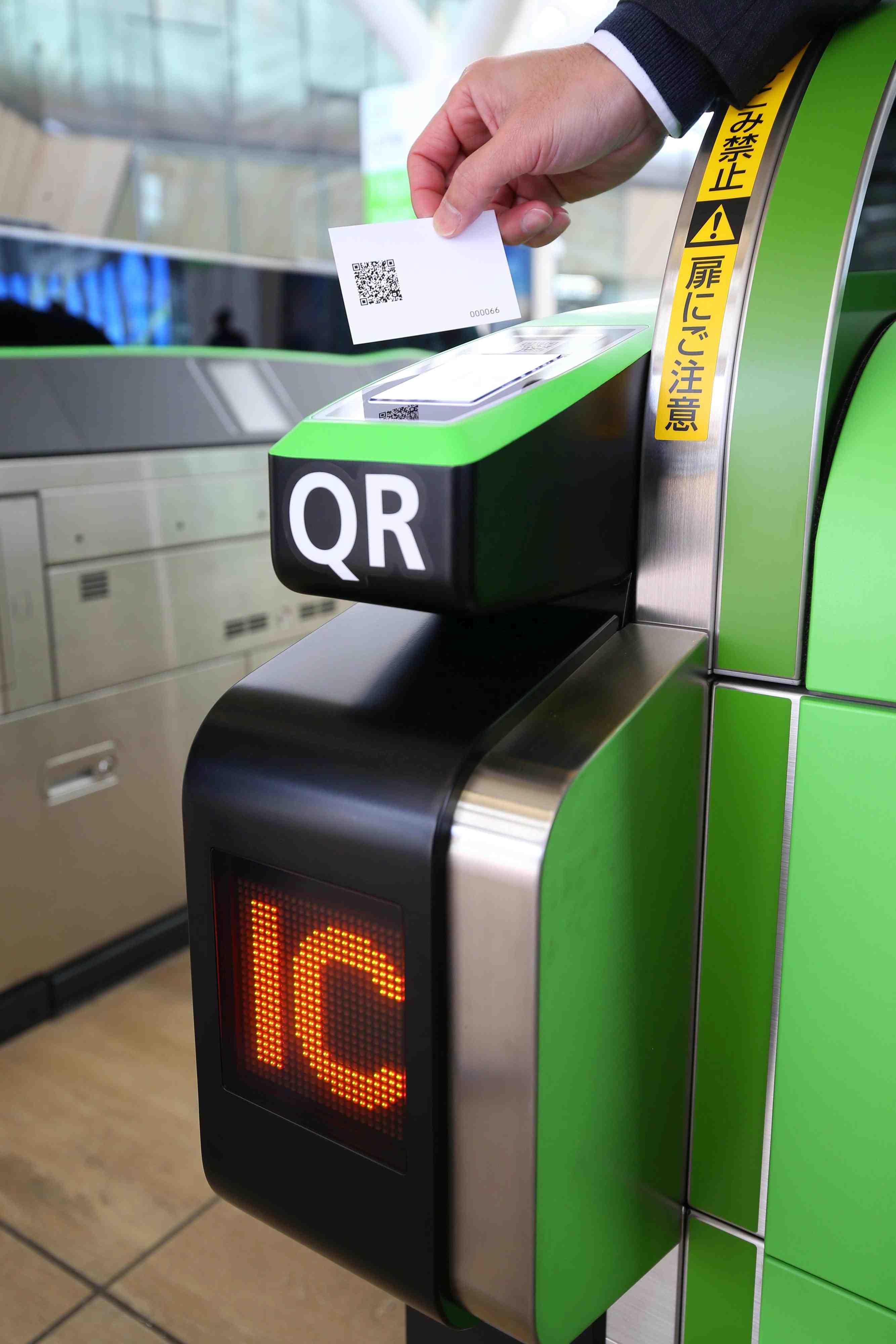 JR Takanawa Gateway Station Opening Robots AI 002