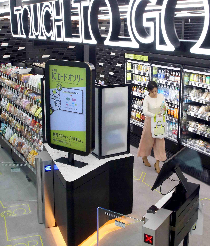 JR Takanawa Gateway Station Opening Robots AI 005