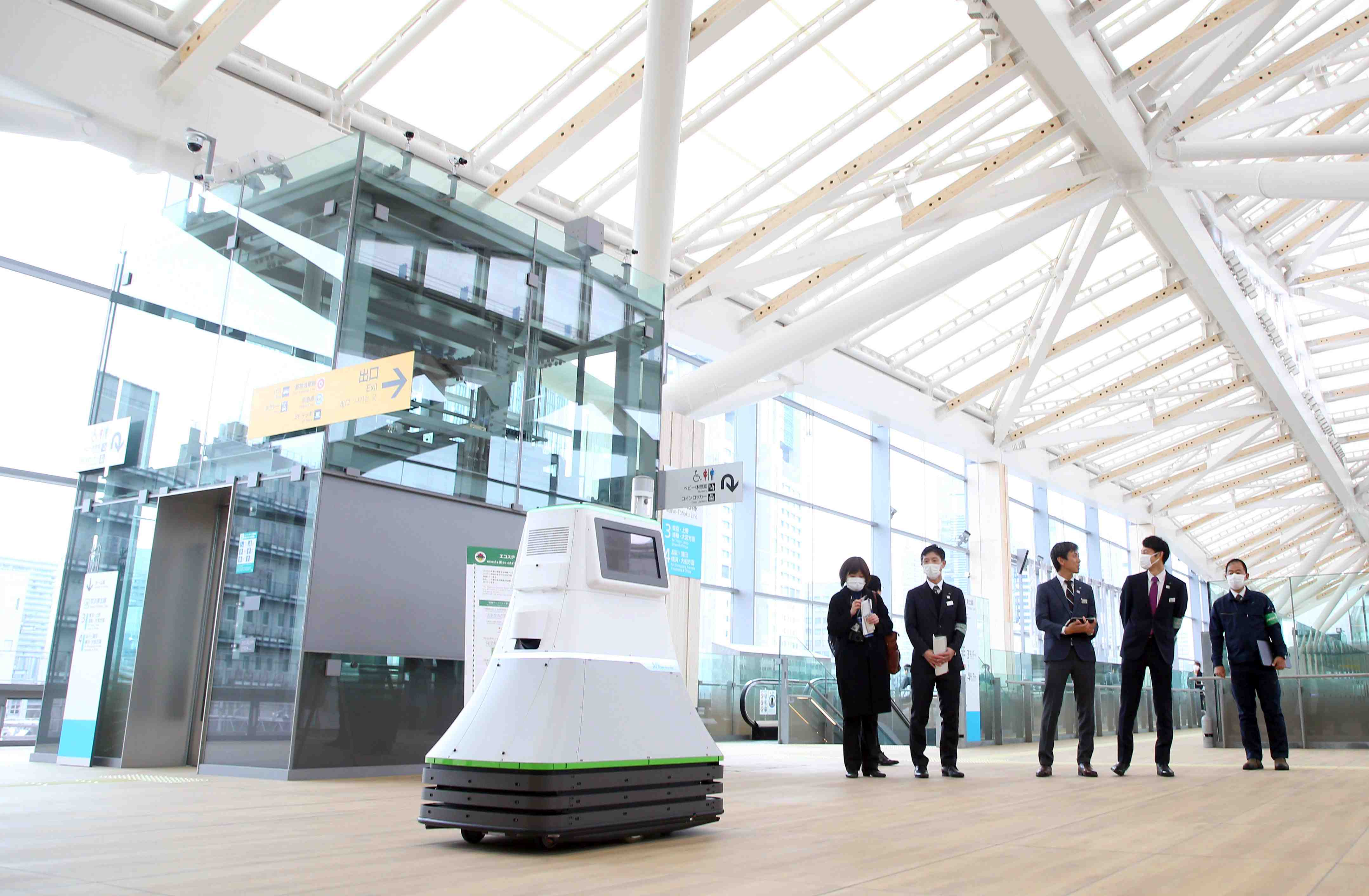 JR Takanawa Gateway Station Opening Robots AI