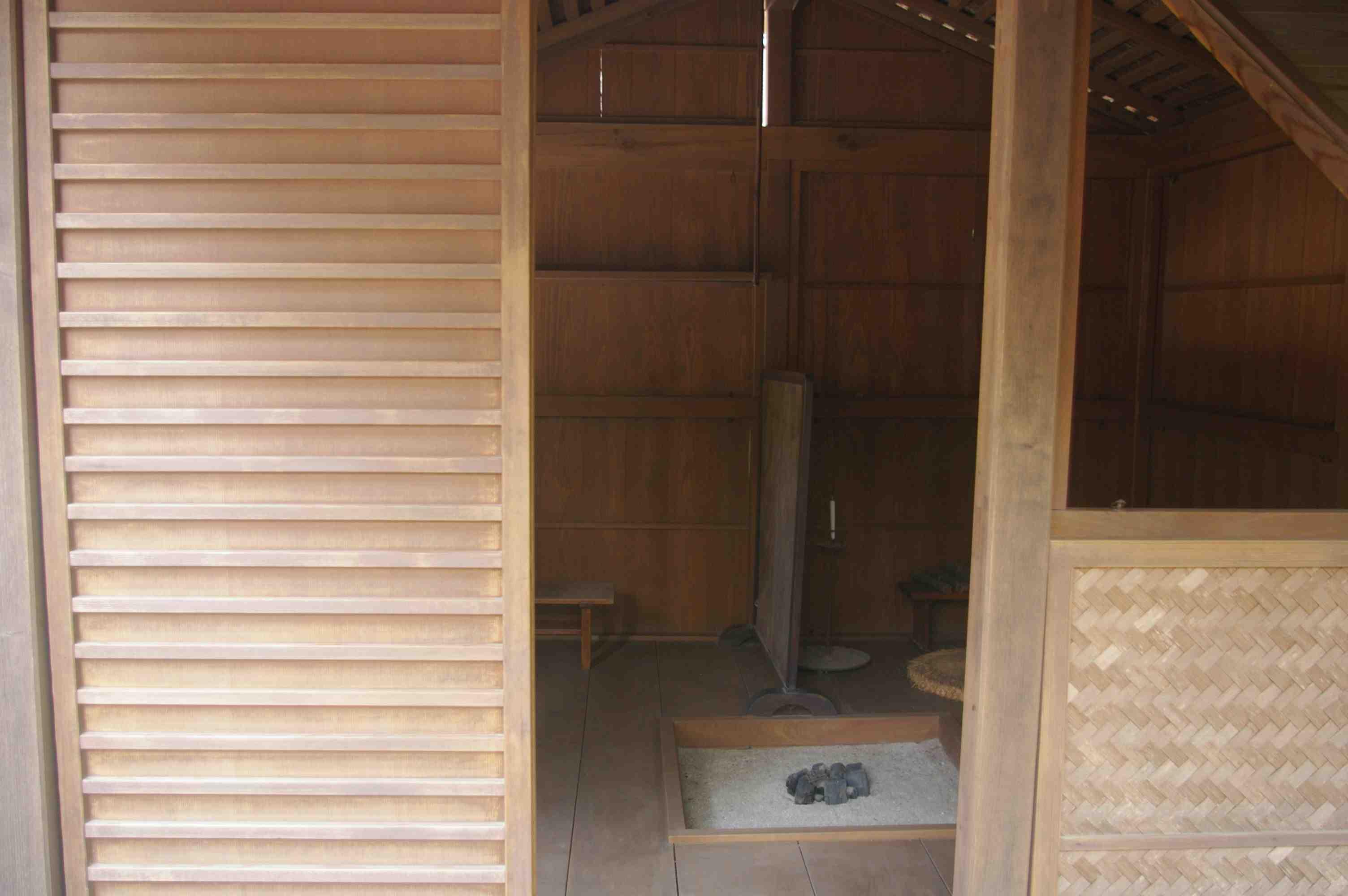 Kamo no Chomei Hut 5