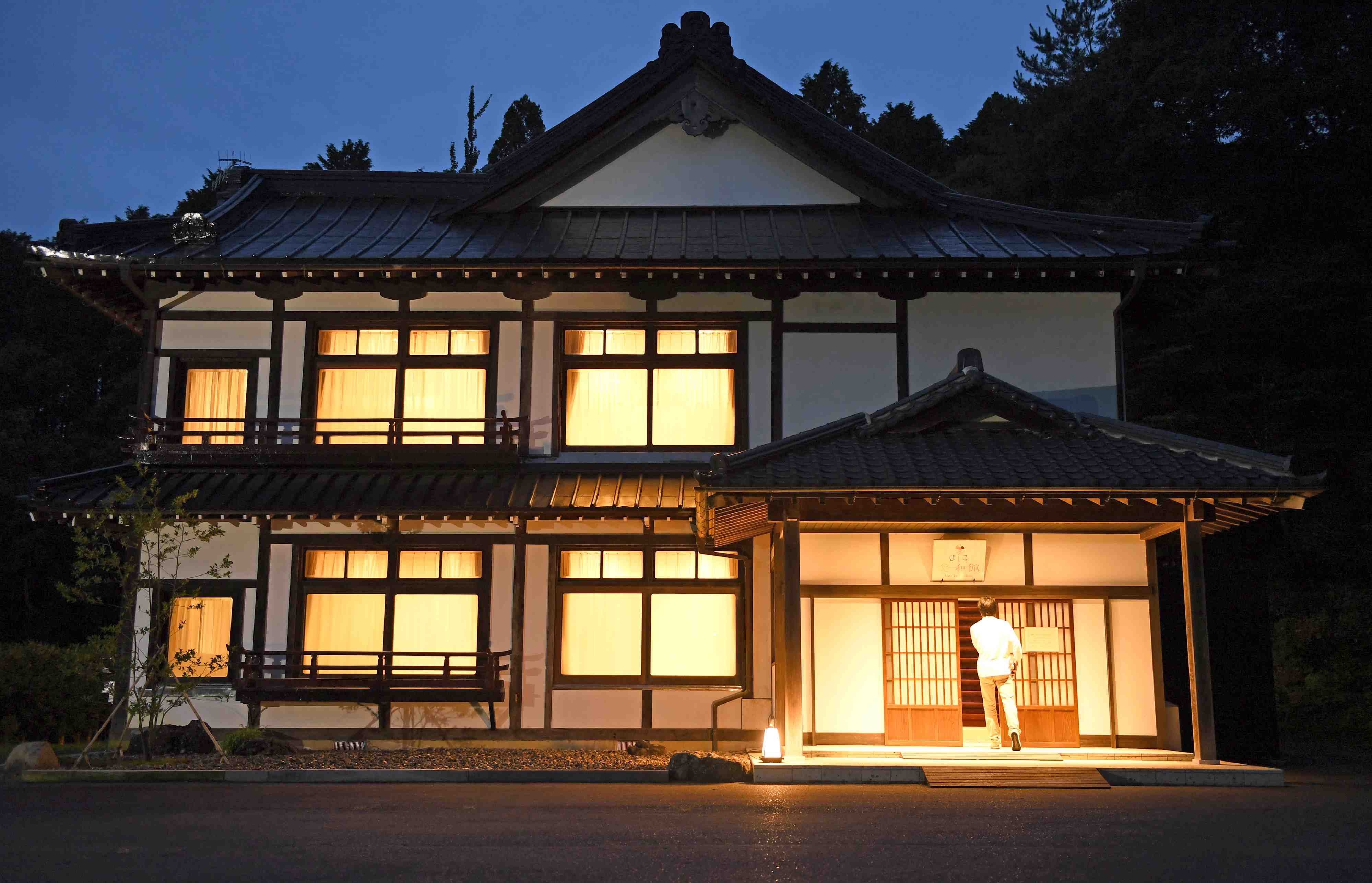 Nanma Hotel Symbolizes The Emperor Emeritus's Hope for Peace