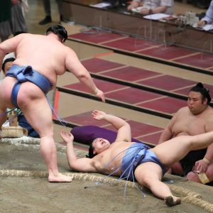 Shodai wins the Autumn Basho on September 27.