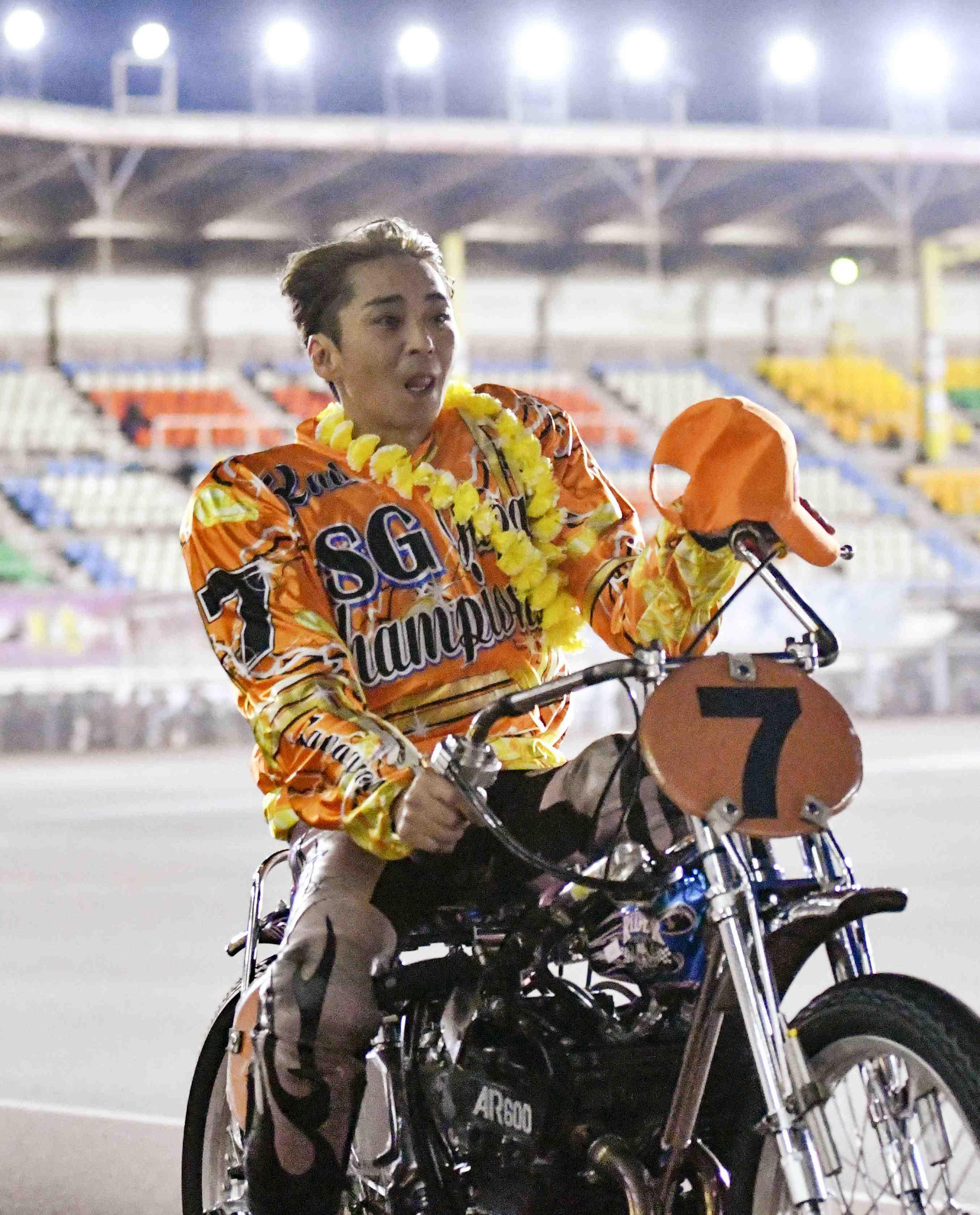 Former SMAP member Katsuyuki Mori triumphed in the national championship in auto race 009