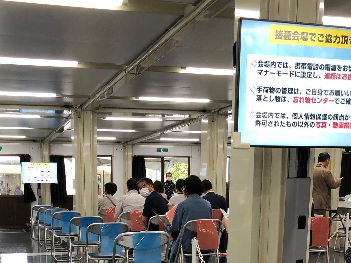 In the first week of June, approximately 71,641 shots were administered in the Tokyo center, and 34,867 in the Osaka site, according to the numbers released by the Ministry of Defense.