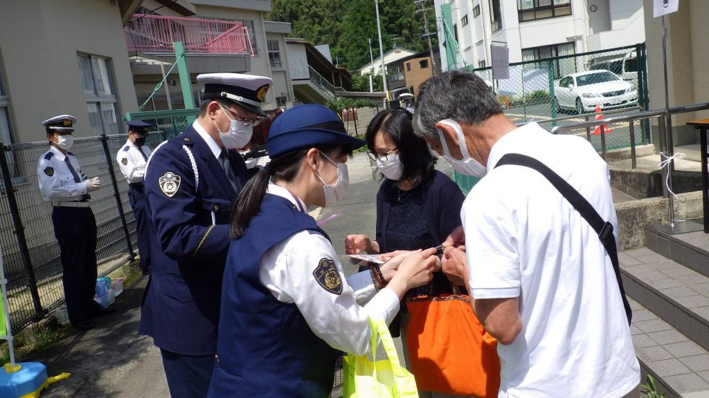 A woman was promoted to the 4th highest Tokyo police job for the first time ever, bringing a woman's perspective and sensitivity and broad street-level experience to this enormously important post.